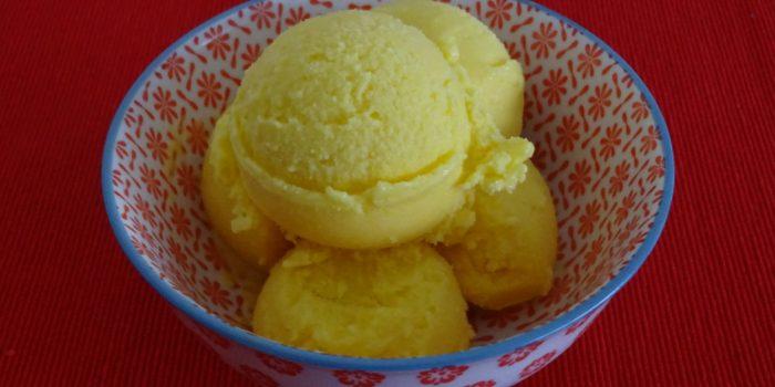Helado de mango y yogur